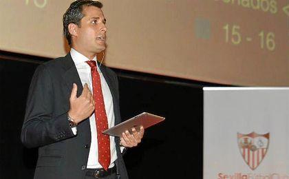 Ram�n Loarte, director de marketing, ha presentado la nueva campa�a de abonados del Sevilla.