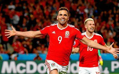 El gol de Robson-Kanu supuso el 2-1 para Gales.