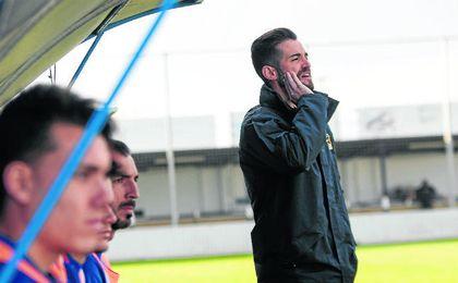 José Julio Monsalves podría cumplir su tercera temporada al frente del conjunto blanquiazul.