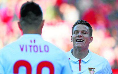 Vitolo y Gameiro son piezas básicas en un Sevilla que quiere mantener el bloque.