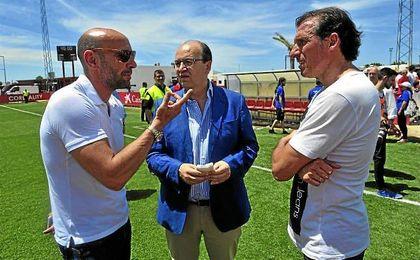 Monchi, Pepe Castro y Óscar Arias, en la ciudad deportiva del Sevilla.