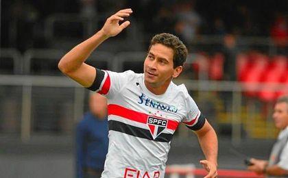 Paulo Henrique Ganso festeja un gol con la camiseta tricolor de Sao Paulo.
