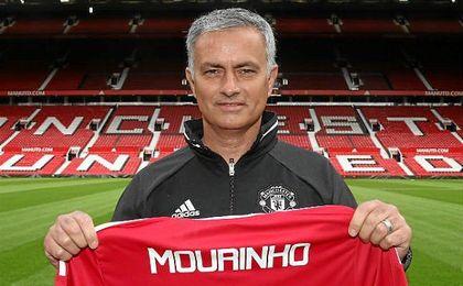 Mourinho posa en el �teatro de los sue�os�.