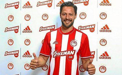 De la Bella con la camiseta de Olympiakos