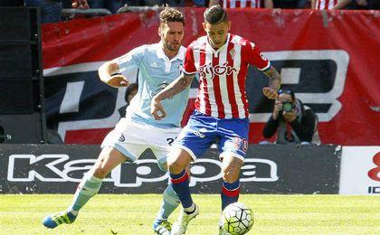 Tonny Sanabria en el partido que enfrentó a Sporting y Celta.