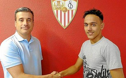 Boutobba, tras firmar por el Sevilla.