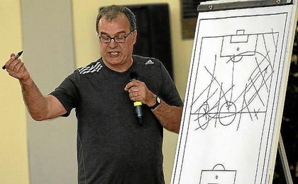 Bielsa, no entrenar� en la Lazio