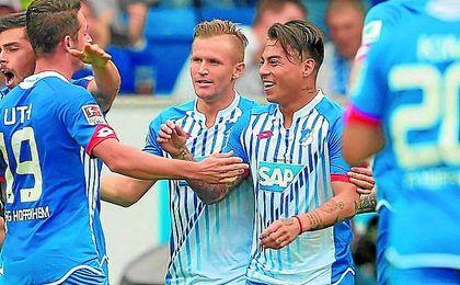 Eduardo Vargas celebra un gol con la camiseta de su actual club, el Hoffenheim.