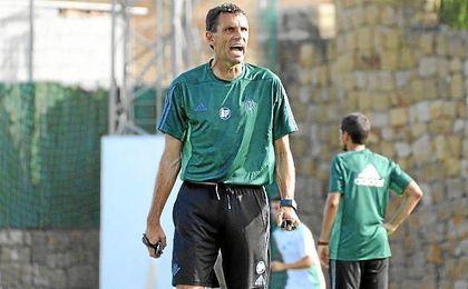 Poyet, en un entrenamiento en la concentraci�n de Marbella.