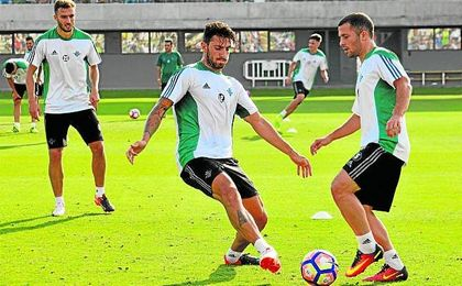 El italiano Piccini y el dan�s Durmisi, dos de los representantes extranjeros del nuevo Betis.