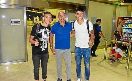 Kranevitter y Correa junto a Monchi en su llegada a Sevilla el pasado lunes.