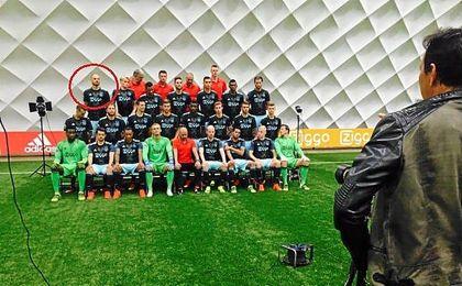 El alemán ya posa con su nuevo equipo.