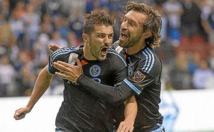 Villa y Pirlo comparten equipo.