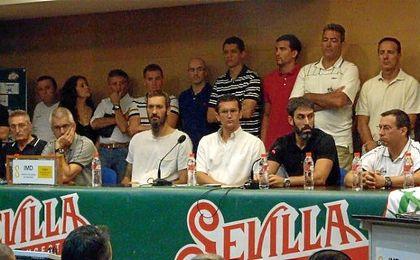 Los empleados del CB Sevilla y algunos antiguos jugadores (Anderson Schutte, Raúl Pérez, Nacho Romero, Benito Doblado, Lafuente...), además de Berni Rodríguez, pidieron el aplazamiento.