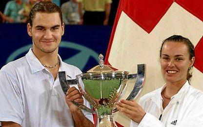 Federer y Martinqa Hingis levantan el trofeo de la Copa Hopman hace 15 a�os.