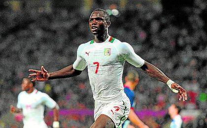 Moussa Konaté, celebrando un gol con su selección, Senegal.
