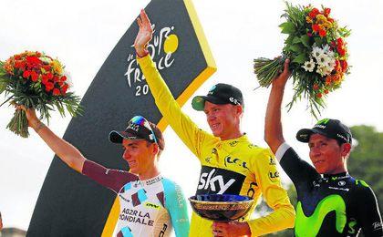 Froome subió a lo alto del podio escoltado por Bardet y Quintana.