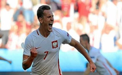 Arek Milik en un encuentro de la pasada Eurocopa.