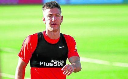 Luciano Vietto, lejos de las cámaras, se entrena ya con la camiseta del Sevilla Fútbol Club.
