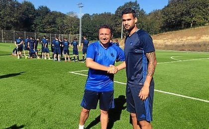 Eusebio y William José posan para la foto en el primer entrenamiento del brasileño.