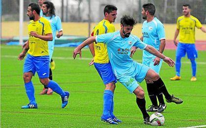 Chico ha defendido las camisetas de Lebrijana, Alcalá, Coria, Mairena o San Juan, entre otros equipos.