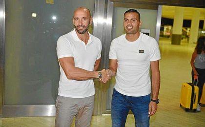 Gabriel Mercado junto a Monchi en el aeropuerto de San Pablo este jueves.