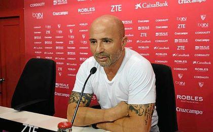 """Sampaoli, sobre Jesús Navas: """"Es difícil que el Sevilla le saque un jugador al City""""."""