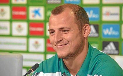 Roman Zozulya en su presentación como jugador del Betis.