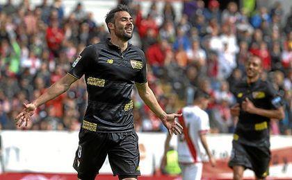 Vicente Iborra será el que levante el título en Trondheim, de imponerse al Real Madrid.