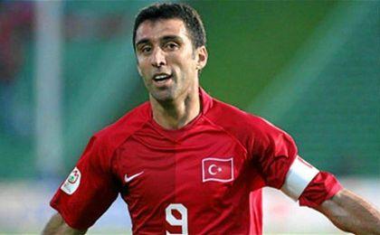 Hakan Sukur, ex de Galatasaray, ostenta el título de máximo goleador de la liga turca.