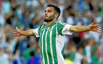 Pezzella celebra uno de sus goles de la pasada campaña.