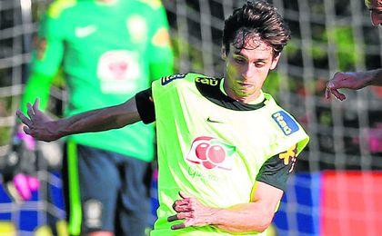 Rodrigo Caio quiere centrarse en su papel con la ol�mpica brasile�a antes de negociar su futuro.