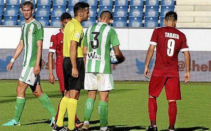 El Betis se impuso ayer a la selección de Qatar por 0-1.