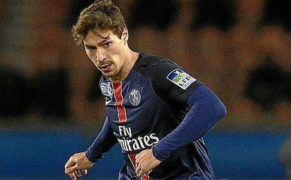 Benjamin Stambouli vistiendo la camiseta del PSG.