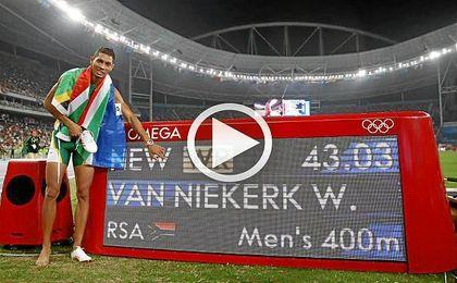 Van Niekerk ha bajado en 15 centésimas la anterior plusmarca conseguida por Michael Johnson en los Mundiales de Sevilla 99.