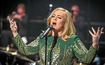 Adele rechaza cantar en la Superbowl de 2017