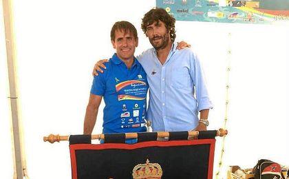 Ricardo García posa con Juan Castañeda, gerente del RCN de El Puerto de Santa María.