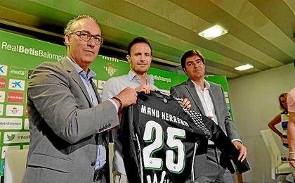 Manu Herrera, duranta su presentación con el Betis.