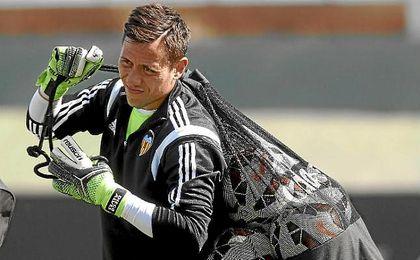 Diego Alves, en un entrenamiento con el Valencia.
