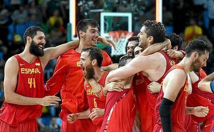 Los españoles celebran su gran triunfo en Río.