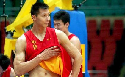 El chino llega de disputar los Juegos Ol�mpicos de R�o y se pondr� a disposici�n de Luke Walton.