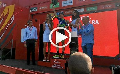 Simon Yates, en el podio.