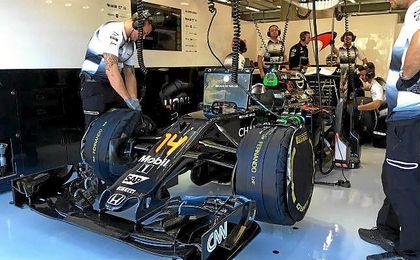 Alonso tan solo pudo rodar tres vueltas de instalación sin marcar tiempos.