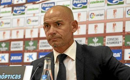 Paco J�mez, nada satisfecho con la imagen de su equipo..