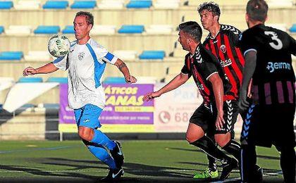 Gonzalo, ante el Cabecense en el partido del domingo, es el único que ha repetido en el Alcalá.