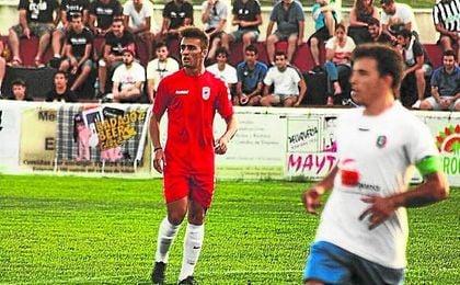 El centrocampista Pablo Iglesias, natural de Cádiz, se ha criado en la cantera amarilla.