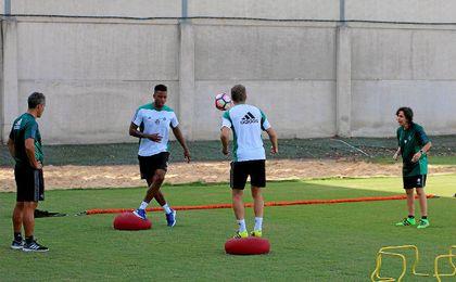 Donk y Brasanac entrenan en la ciudad deportiva Luis del Sol.