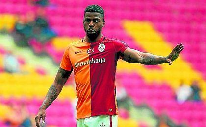 Donk, con la camiseta del Galatasaray.