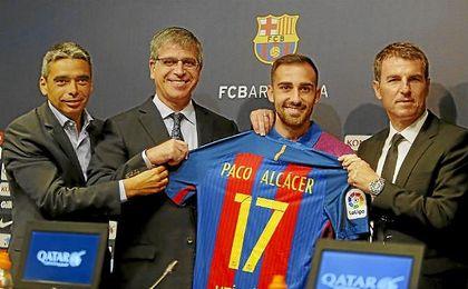 Alcácer, durante su presentación con el Barcelona.