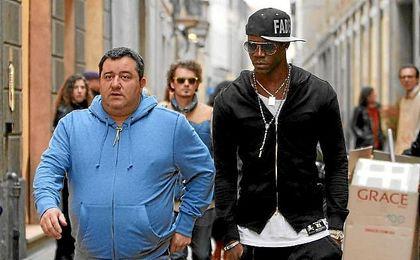 Raiola, junto a Balotelli, otros de sus representados.
